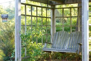 A bench at the Mercersburg Inn