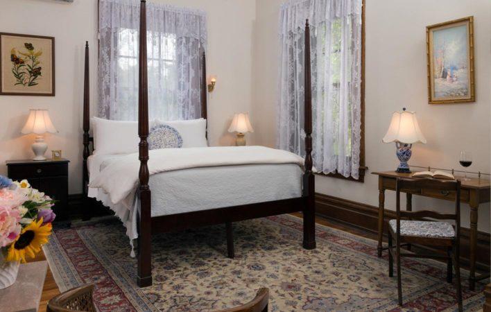 The bedroom in Garden View at the Mercersburg Inn