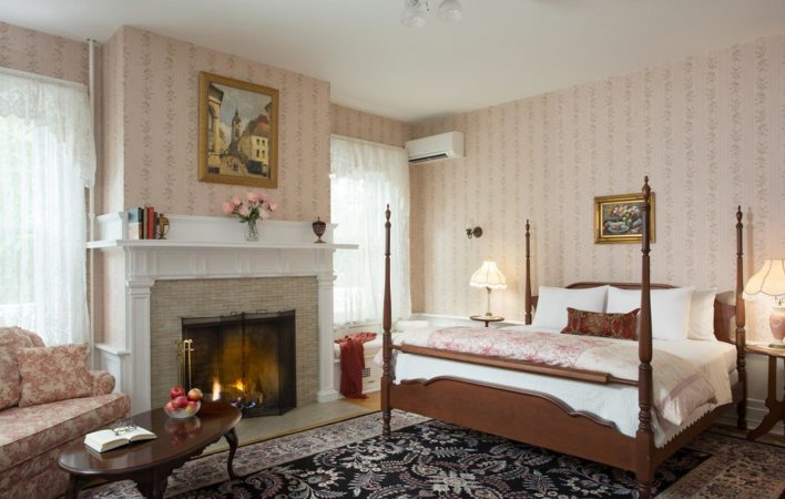 The bedroom in Marie Claire at the Mercersburg Inn