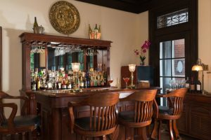 The common bar at the Mercersburg Inn