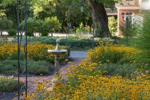 The garden of Mercersburg Inn