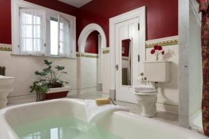 The bath in Ione's Suite