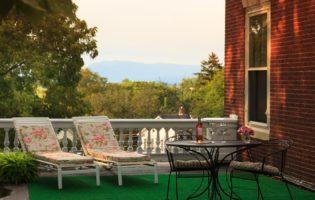 The balcony in Prospect View at the Mercersburg Inn