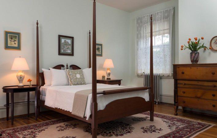 The bedroom in School Room at the Mercersburg Inn