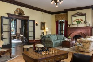 The sitting common room at the Mercersburg Inn