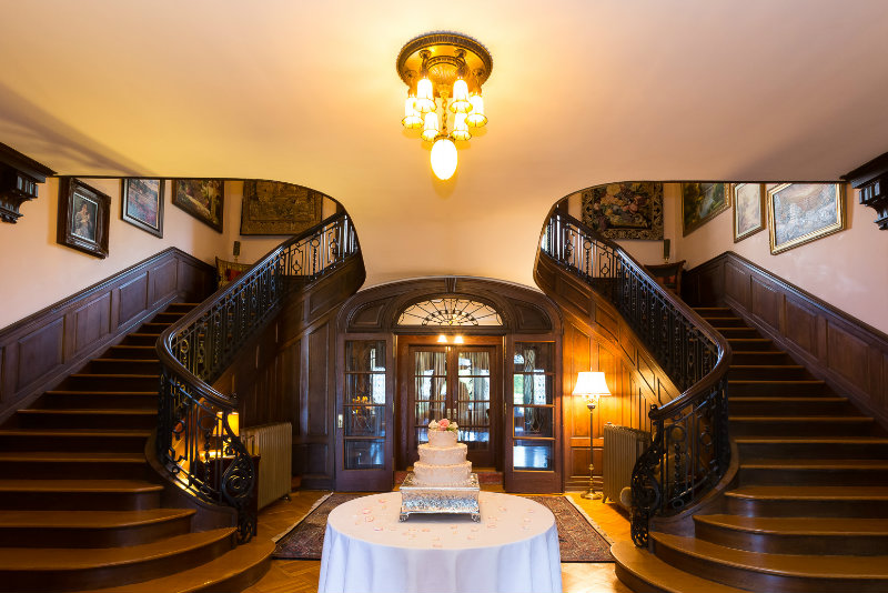Getting Married in PA | Mercersburg Inn Entrance