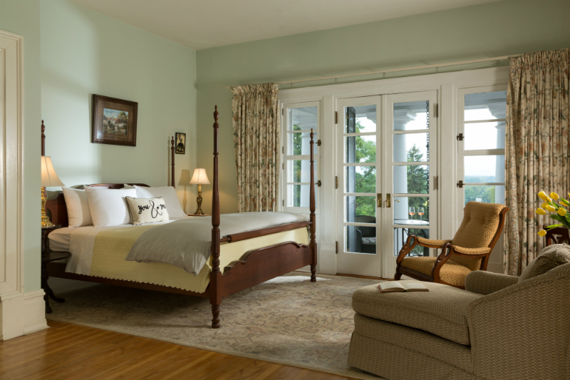 Luxurious Room with Balcony at Mercersburg Inn