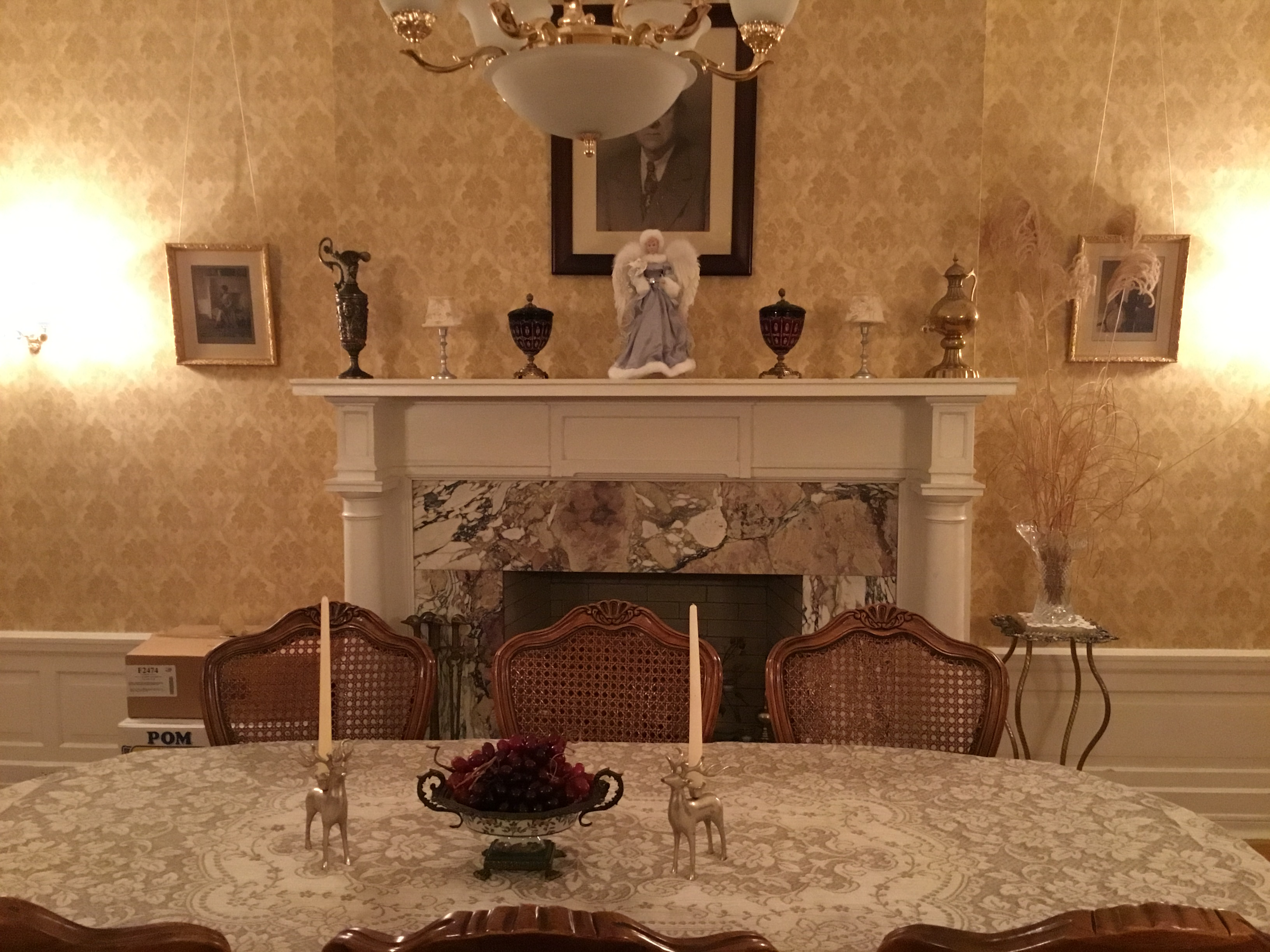 The private dinning room with Christmas decorations