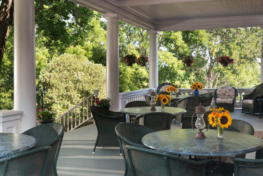 Outdoor dining at Mercersburg Inn