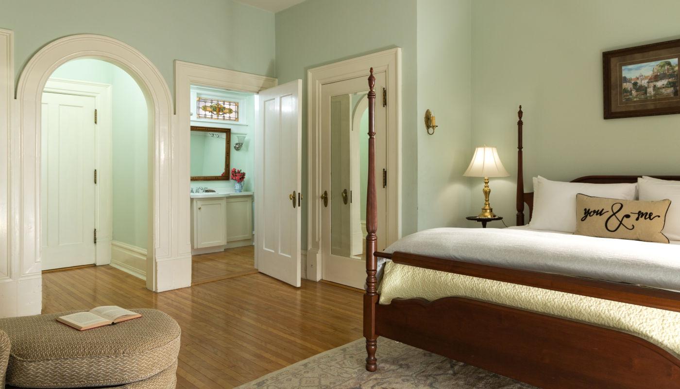 Romantic B&B in PA - Lovely Room